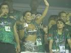 Vivi Araújo assiste a desfile de Gracy como rainha : 'Nada a declarar'