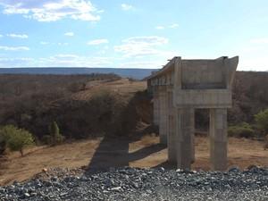 Ponte da Ferrovia Transnordestina no trecho das obras em Curral Novo do Piauí (Foto: Patrícia Andrade/G1)