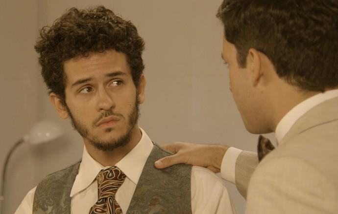 Celso pede que Jack encontre Policarpo (Foto: TV Globo)