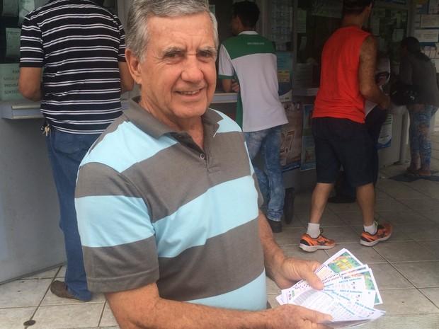 Valdemar Junqueira sonha em ganhar na Mega da Virada para viajar e dar vida melhor aos filhos em Goiânia, Goiás (Foto: Vitor Santana/G1)