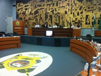Vereadores aprovaram projeto que prevê aumento de 37% na taxa de lixo municipal (Foto: Viviane Mallmann / RPC TV)