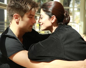 Carol Castro e namorado (Foto: Domingão do Faustão/TV Globo)