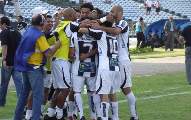 Treze comemora gol em cima do Icasa (Foto: Silas Batista / globoesporte.com/pb)