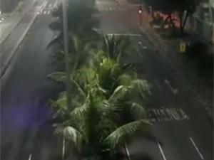 Câmeras da Prefeitura flagraram vento forte em Copacabana às 5h (Foto: CET-Rio/Divulgação)