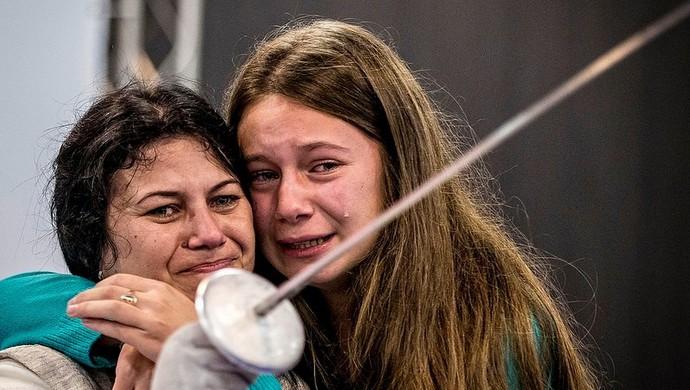 2b9c2a2f6e Em nome da filha  brasileira diz não ao aborto e brilha na esgrima ...