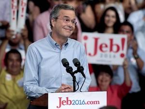 O ex-governador da Flórida Jeb Bush anuncia sua candidatura à vaga republicana para disputar a Presidência dos EUA, em evento em Miami