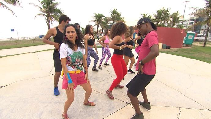 Maria Menezes ensaia as coreografias do verão (Foto: TV Bahia)