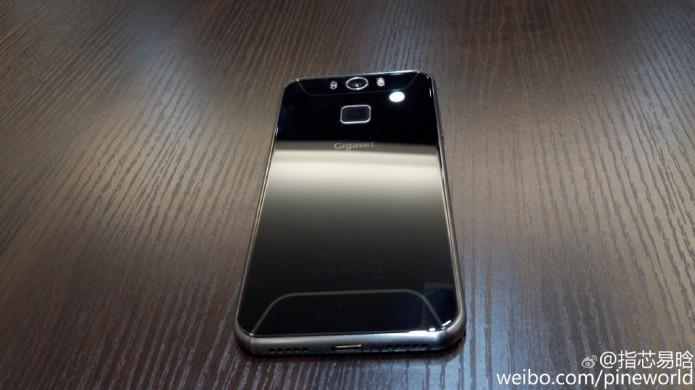 O GS55-6 da Siemens tem design semelhante ao rival Galaxy S6 (Foto:Reprodução/Weibo)