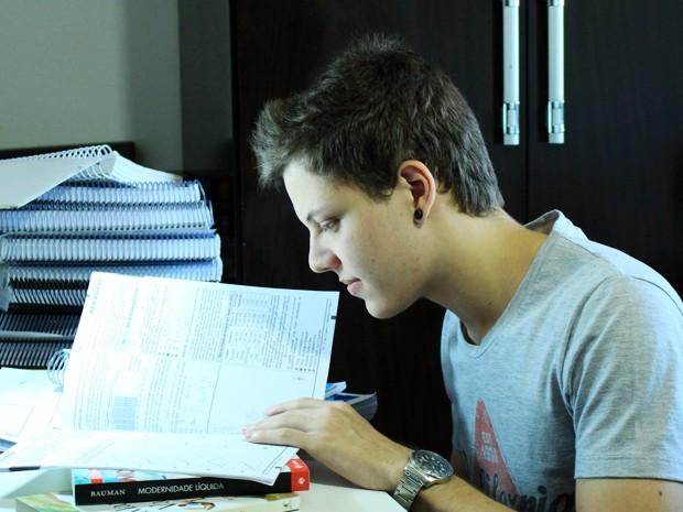 Jovem de Campo Grande tira nota máxima em matemática no Enem (Foto: Reprodução/TV Morena)