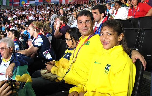 Sarah Menezes na torcida na Arena do judô (Foto: Gabriele Lomba / Globoesporte.com)
