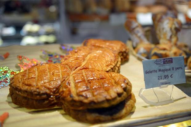 Bolo fálico foi criado por padaria no bairro de Marais, em Paris (Foto: Miguel Medina/AFP)