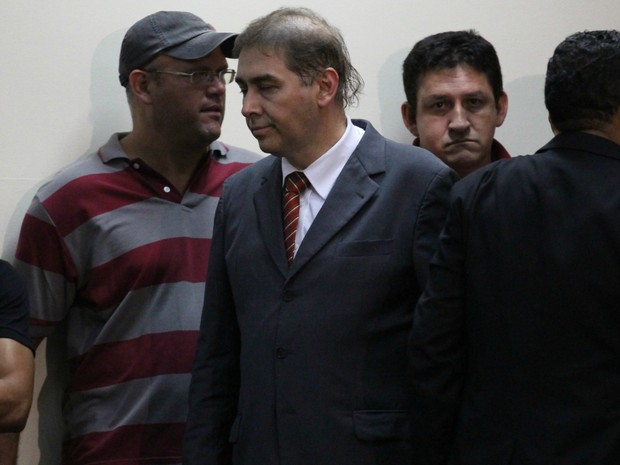 Alcides Bernal deixa a Câmara Municipal antes do fim da votação da cassação (Foto: Lucas Lourenço/G1 MS)