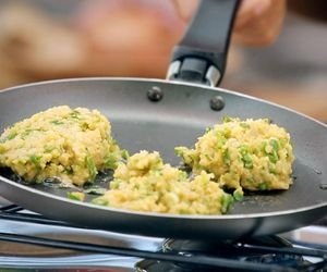 Bolinho de grão-de-bico com curry