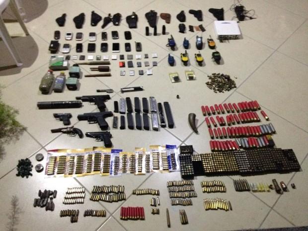Arsenal foi achado na casa do subtenente da PM (Foto: Polícia Militar/Divulgação)