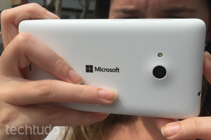 Câmeras traseira e frontal do Lumia 535 têm 5 MP  (Foto: Lucas Mendes/TechTudo)
