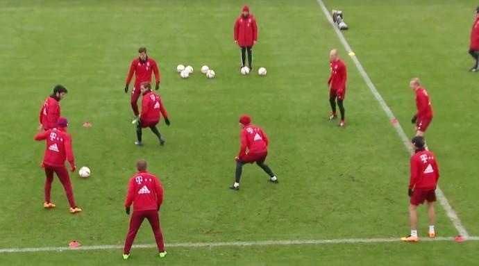 """BLOG: Show de técnica: Mario Götze sofre em """"roda de bobo"""" do Bayern de Munique"""