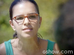 Celina precisa agir rápido (Foto: Além do Horizonte / TV Globo)