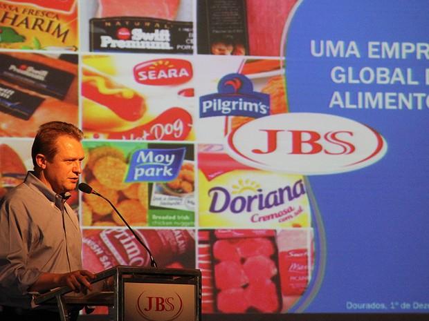 O presidente global de operações da JBS, Gilberto Tomazoni, anunciou os investimentos em Mato Grosso do Sul (Foto: Chico Ribeiro/Subsecom-MS)
