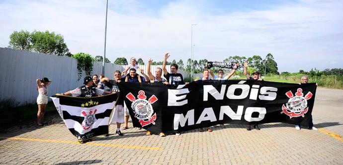 torcedor corinthians reapresentação Mano Menezes (Foto: Marcos Ribolli / Globoesporte.com)