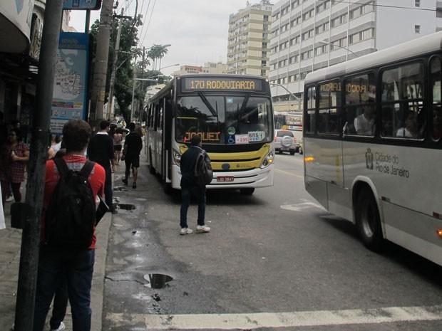 Passagem de ônibus no Rio subiu para R$ 3 neste sábado (8) (Foto: Lívia Torres/ G1)