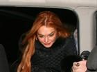 Lindsay Lohan quase mostra demais ao deixar boate