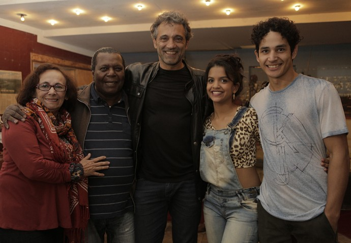 Zezita Matos, Gésio Amadeu, Domingos Montagner, Rayza Alcântara e Diyo Coêlho posam juntos (Foto: Inácio Moraes/ Gshow)