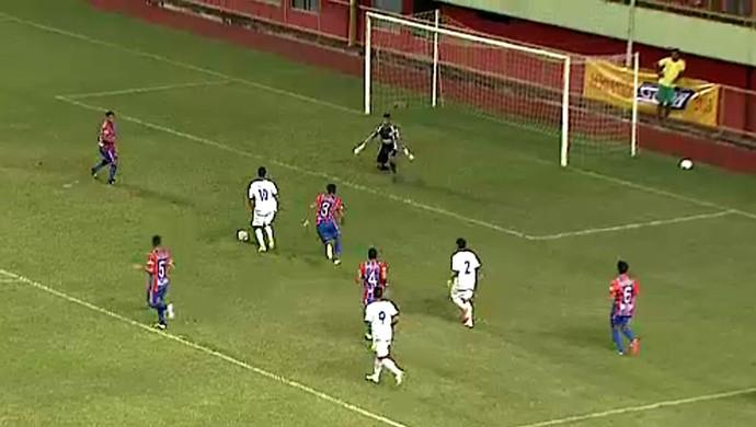 Eduardo, do Atlético-AC, perde gol feito na vitória contra o Plácido, na Arena (Foto: Reprodução/GloboEsporte.com)