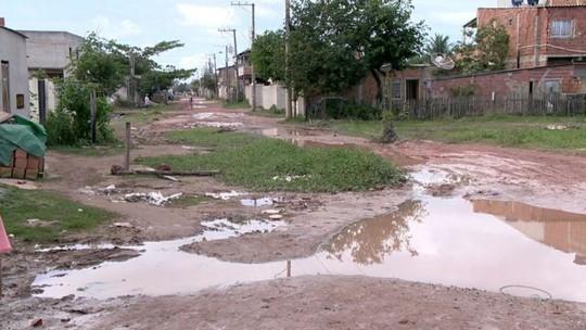 Lama cobre avenidas de Barramares, em Vila Velha