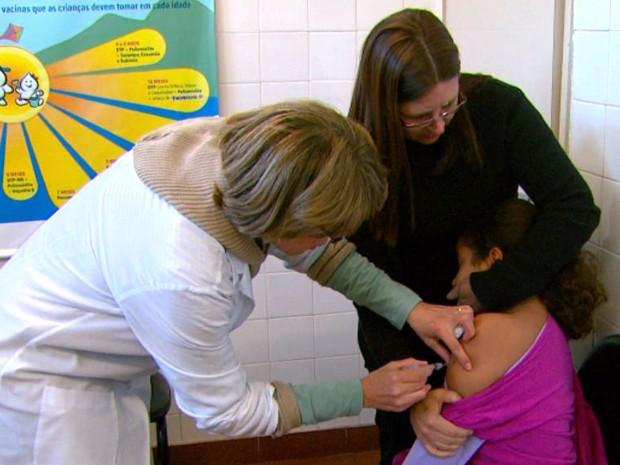 Crianças devem receber segunda dose da vacina (Foto: Reprodução/EPTV)