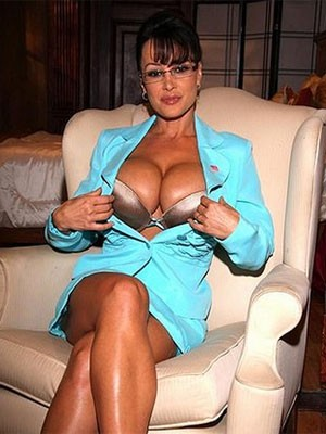 Lisa Ann é a atriz mais buscada em todo o mundo, afirma pesquisa do site 'Pornhub' (Foto: Divulgação/Brazzers)