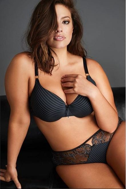 Ashley Graham: divulgando a marca própria de lingeries (Foto: Reprodução Instagram)