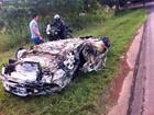 Assaltantes capotam carro após roubo a posto de combustíveis