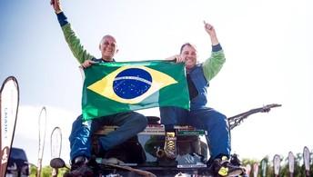 Dupla brasileira festeja primeiro  título do país no Dakar (Victor Eleutério/Vipcomm)