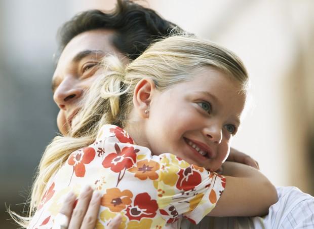 pai; filha; sorriso; alegria (Foto: Thinkstock)