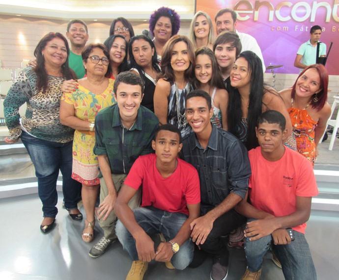 Depois do programa, Fátima tira foto com a plateia (Foto: Priscilla Massena/Gshow)