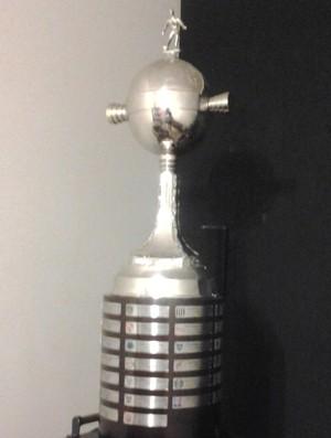 Taça da Libertadores, que estará exposta em Bragança Paulista (SP) (Foto: Manuel Nascimento/ Divulgação)