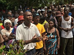 Conselheiro ouviu reivindicações de imigrantes em abrigo no Acre (Foto: Quésia Melo)