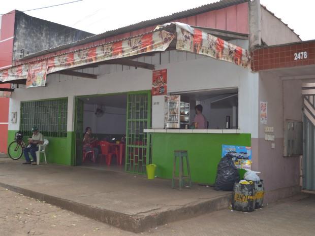 Comerciantes reclamam de acúmulo de lixo na cidade (Foto: Magda Oliveira/ G1)