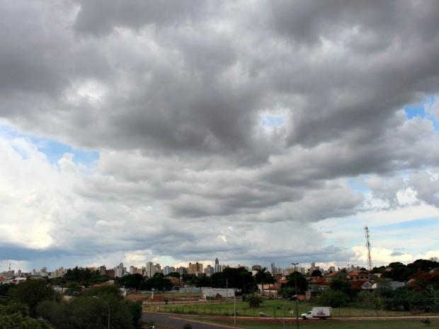 Céu de Campo Grande nesta tarde terça-feira (28) (Foto: Gabriela Pavão/ G1 MS)
