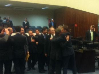 Fábio Camargo recebeu cumprimentos dos colegas após resultado (Foto: Bibiana Dionísio/ G1)