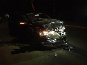 Mulher de auditor fiscal fugiu e bateu em carro usado pelo Gaeco (Foto: Alberto D'Angele/RPC)