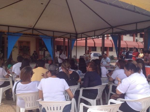 Servidores fizeram ato na manhã desta quarta-feira na Seed (Foto: Paula Monteiro/G1)