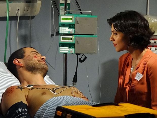 Fernando sonha em voltar para os braços de Miriam (Foto: Amor Eterno Amor/TV Globo)