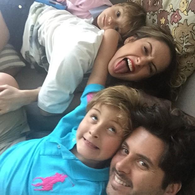 Claudia Leitte com os filhos, Rafael e Davi, e o marido, Márcio Pedreira (Foto: Instagram/ Reprodução)