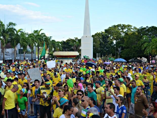 Organização estima público de 6 mil manifestantes, PM-AC diz que protesto reuniu 2.100 pessoas no Centro de Rio Branco (Foto: Quésia Melo/G1)