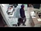 Dono de restaurante reage a assalto e se fere em Lagoa da Prata; veja vídeo