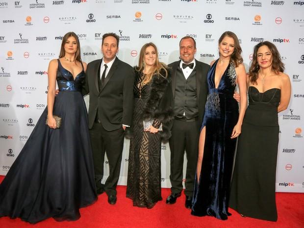 Elenco de Verdades Secretas no tapete vermelho do Emmy 2016 (Foto: Luiz C. Ribeiro/Globo)