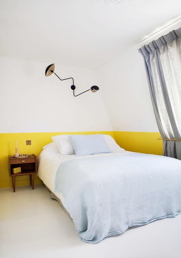 Décor do dia: quarto com meia parede amarela (Foto: Divulgação)