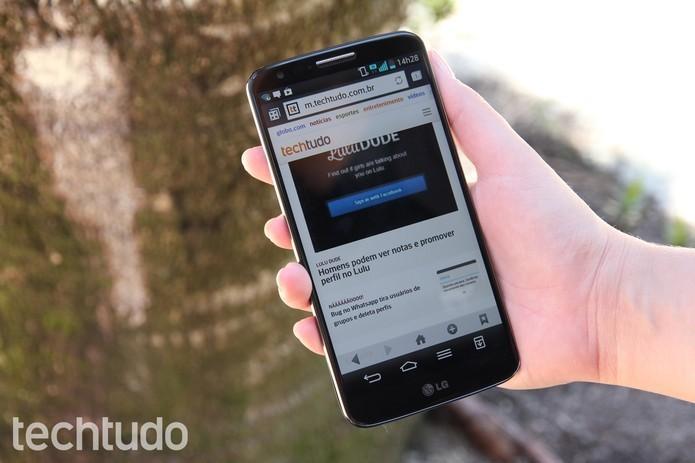 Versão mini do LG G2 chegou com um hardware mais modesto que seu irmão mais velho (Foto: Luciana Maline/ TechTudo) (Foto: Versão mini do LG G2 chegou com um hardware mais modesto que seu irmão mais velho (Foto: Luciana Maline/ TechTudo))