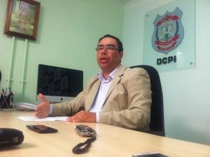 Delegado Sérgio Moraes dá entrevista sobre a prisão do empresário Wagner Canhedo (Foto: Raquel Moraes/G1)